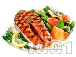 Печени котлети от риба сьомга, маринована в сос от бяло вино, лимон, соев сос и грейпфрут на скара - снимка на рецептата